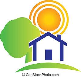 Árbol de casas inmobiliarias y logotipo solar