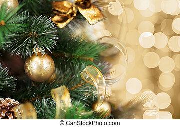 Árbol de Navidad con un fondo de luz borroso dorado