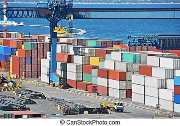 A babor grúa de carga y contenedor