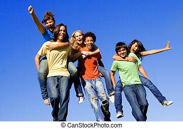 a cuestas, adolescentes, carrera, diverso