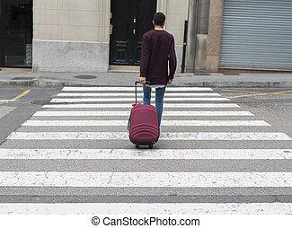 a través de, calle, joven, maleta