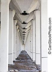 abandonado, piso, vista, por, concreto, elevador del grano, russia., laberinto, suelo, yaransk, columnas, reforzado