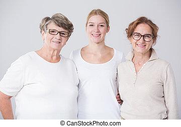 Abuela con hija y nieto