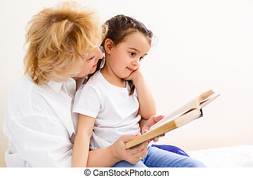 abuela, hija, leer, magnífico, libro