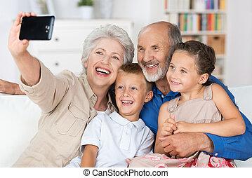 abuelos, cámara, nietos