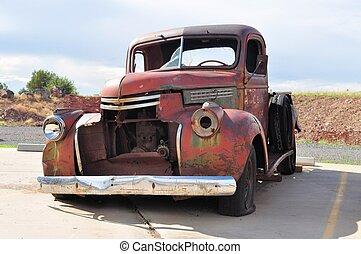 Accidente de coche oxidado en la ruta 66, Arizona, EE.UU