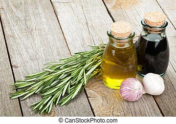 Aceite de oliva y botellas de vinagre con especias