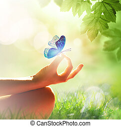 actitud del yoga, pasto o césped, mujer que medita, mano