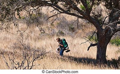 adolescente niño, el backpacking