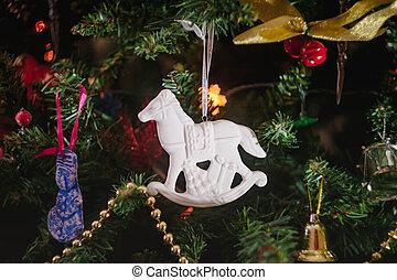 adornado, juguetes, antigüedad, blanco, close-up., forma, regalos, navidad, cerámico, caballo, mecedor, árbol.