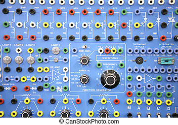 Adultos: laboratorio de sistemas electrónicos