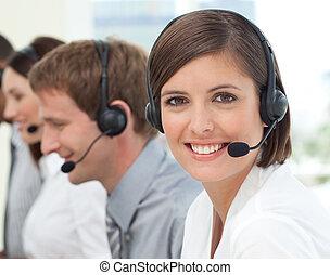 Agente de servicio al cliente en un centro de llamadas