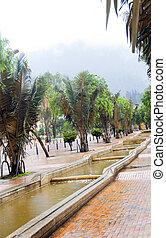 Agua en los canales de la Avda. Cree que es un parque de parques de periodistas