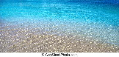 Agua tropical de playa transparente