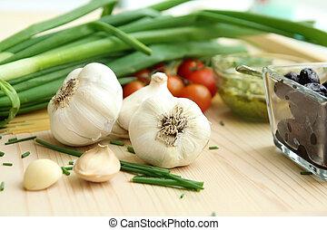 Ajos, cebolla y tomates