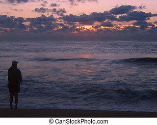 Al amanecer el surf pescado