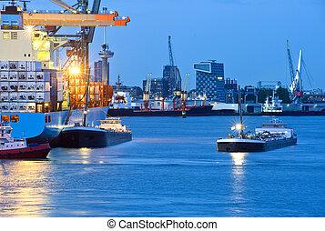 Al puerto de la ciudad