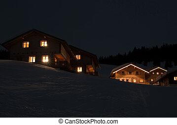 Aldea de esquí por la noche