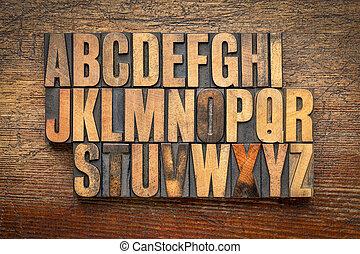 Alfabeto abstracto en el tipo de madera vintage