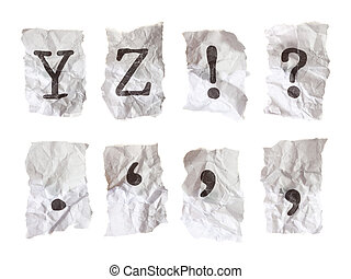 Alfabetos escritos en papel arrugado. Cada alfabeto tomado individualmente en una cámara de 21 megapixel para la resolución máxima.