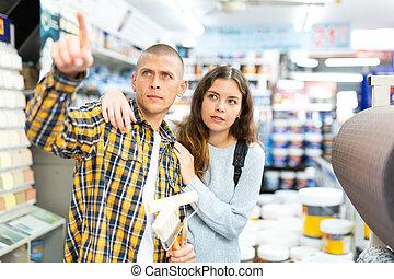 algo, edificio, pareja, señalar, compras, tienda
