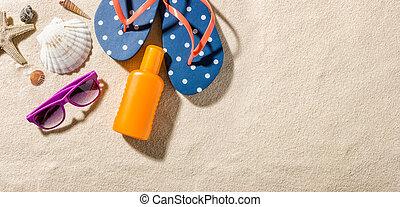 Algunos accesorios de playa con espacio de copia en el lado derecho