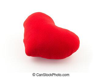 Almohada de corazón rojo sobre fondo blanco