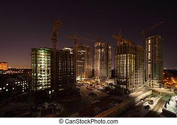 alto, siete, grúas, debajo, edificios, oscuridad, construcción, noche, iluminación