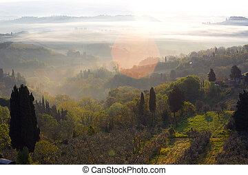 Amanecer sobre colinas de Tuscanian
