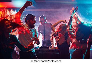 amigos, bailando