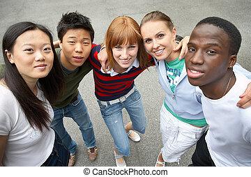 Amigos multiculturales