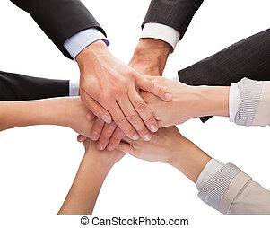 amontonar, su, businesspeople, juntos, manos