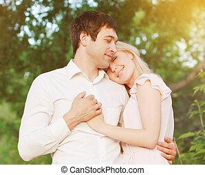 amor, par romántico, joven, sentimientos, aire libre, tibio, oferta