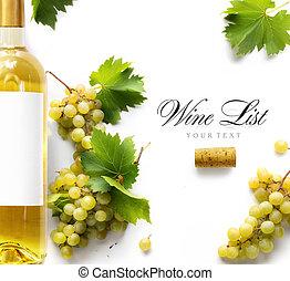 Antecedentes de la lista de vinos, uvas blancas dulces y botella de vino