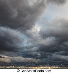 Antecedentes naturales: cielo tormentoso
