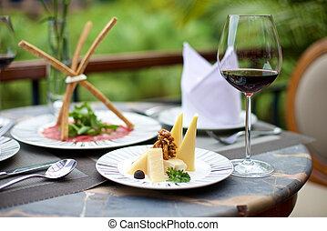 Aperitivos con queso y vino