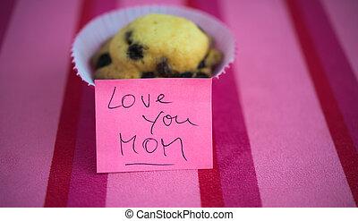 Aprecio el feliz día de la madre con pastelitos y mensajes de texto