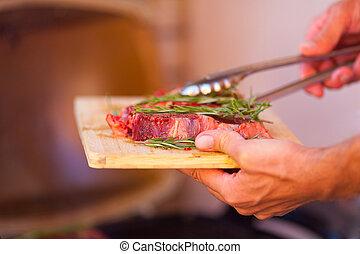 Armario de carne fresca preparándose en la parrilla