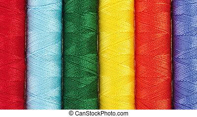 Armario de diferentes hilos de costura de colores