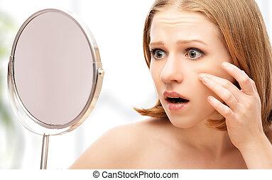 arrugas, sierra, espejo, hermoso, acné, mujer, asustado, joven, sano