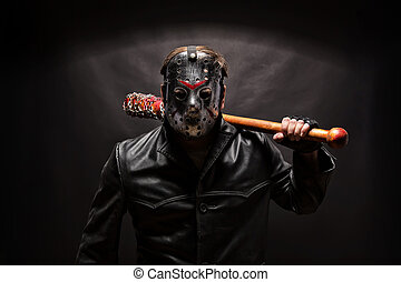 Asesino psicópata con máscara de hockey sobre fondo negro.
