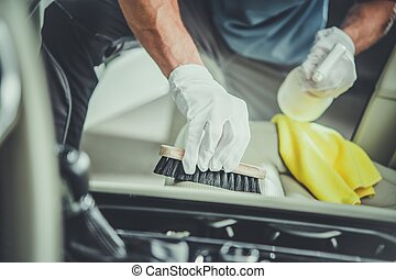 Asientos de auto limpiando