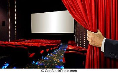Asientos de cine y pantalla en blanco con la mano abriendo la cortina roja