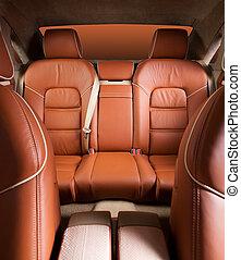 Asientos de pasajeros en un coche moderno y cómodo