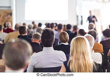 Audiencia en la sala de conferencias.