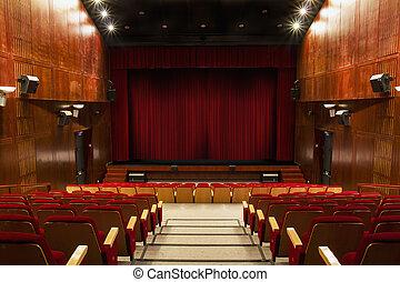 Auditorio con sillas rojas y cortina roja