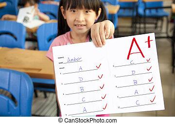 aula, poco, examen, actuación, papel, más, niña sonriente