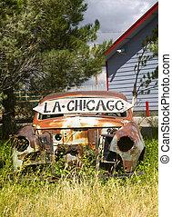 Auto abandonado por la ruta 66
