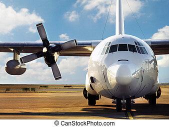 Avión estacionado en el aeropuerto
