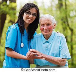 Ayudando a la enfermera